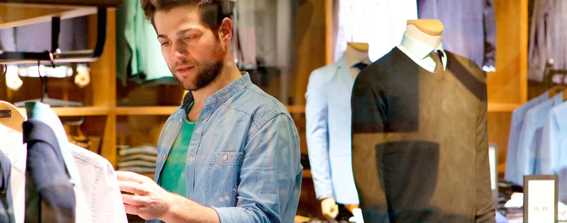 Tienda de ropa de caballero en Las Arenas, Getxo con Juan Zabala Joven